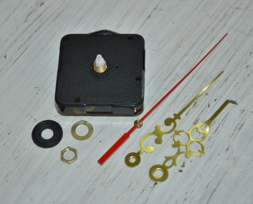 Clock Kit: (13mm Shaft) PUSH-ON Movement with Gold Serpentine Hands (93mm)